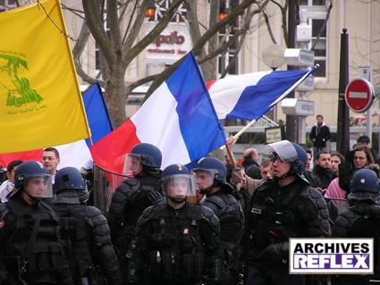 Charles-Alban Schepens sous le drapeau du Hezbollah