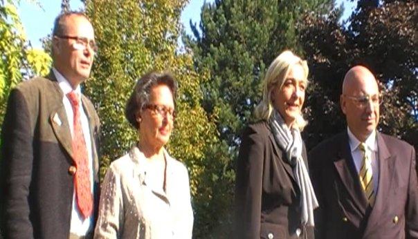 Marine Le Pen en cie de Christian Bouchet et Brigitte Neveux
