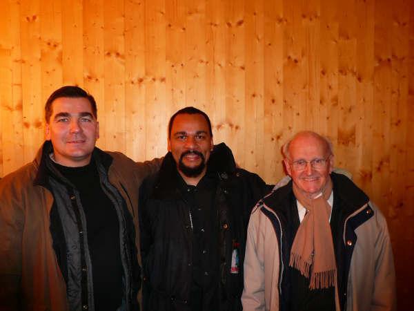 2009, théâtre de la Main d'Or : Chatillon, Dieudo et Faurisson, à qui l'ont vient certainement d'expliquer que cette photo n'existe pas et que cette rencontre n'a jamais eu lieu !!