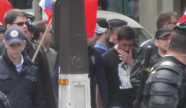 """Edouard Klein Gud Paris & Steven Bisuel du Gud Lyon, tee-shirt """"contre le monde moderne"""""""