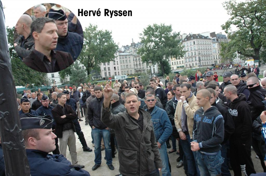 Sur la gauche, bras croisés, Hervé Ryssen