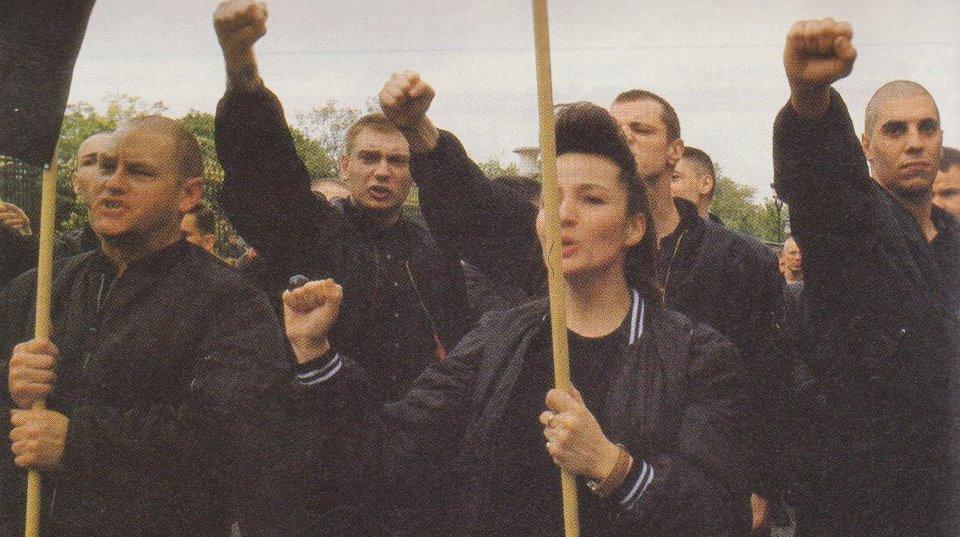 Gilles Dussauge, poing levé à droite 1er mai 1988