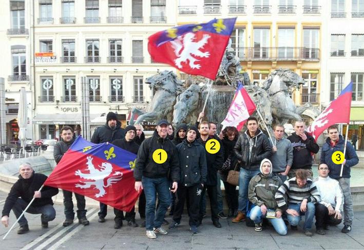 « Manif Pour Tous », Place des Terreaux à Lyon. Photo souvenir Rebeyne ! / Bloc Identitaire Lyon. 1 : Maxime Gaucher alias « Merc » 2 : Gérald Pichon<sup>[<a href=