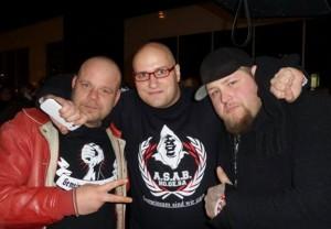 À gauche, Patrick Killat, aka Villain 051.
